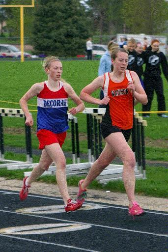 Moran Lonning of Decorah (left) and Scotti Schon of Waukon are two of the best distance runners in Class 3A.